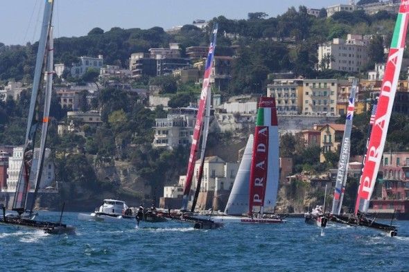 Coast Parade, regata lunga svoltasi domenica nelle acque del Golfo di Napoli.