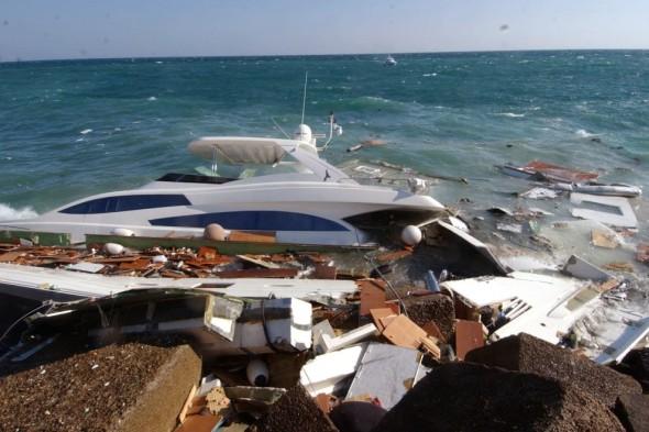 yacht naufragio scogli brindisi