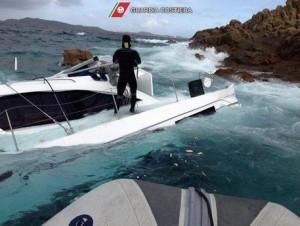 Intervento di soccorso della Guardia Costiera a catamarano incagliatosi a Nord della Maddalena nella notte del 1 Maggio